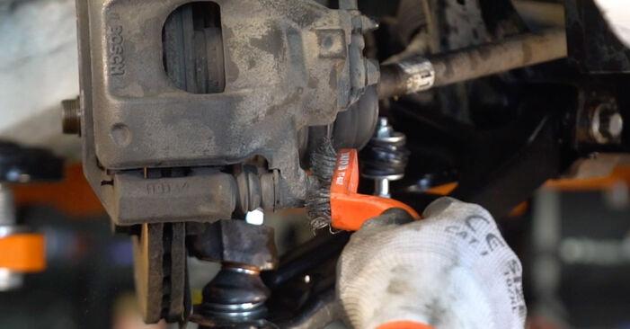 Jaké náročné to je, pokud to budete chtít udělat sami: Brzdové Destičky výměna na autě CITROËN C1 (PM_, PN_) 1.0 2011 - stáhněte si ilustrovaný návod