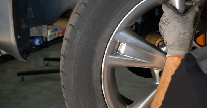 Wechseln Sie Bremsscheiben beim Lexus RX XU30 2007 3.3 400h AWD selber aus