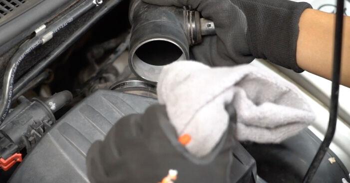 Schritt-für-Schritt-Anleitung zum selbstständigen Wechsel von Opel Meriva x03 2008 1.3 CDTI (E75) Luftfilter