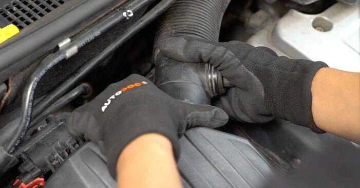 Zweckdienliche Tipps zum Austausch von Luftfilter beim OPEL Meriva A (X03) 1.4 16V Twinport (E75) 2009