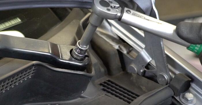 Schritt-für-Schritt-Anleitung zum selbstständigen Wechsel von Opel Meriva x03 2008 1.3 CDTI (E75) Stoßdämpfer