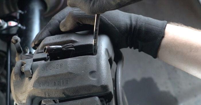 Kui kaua kulub välja vahetamisele: sõiduki Mercedes W203 2000 Rattalaager - informatiivne kasutusjuhend PDF vormis
