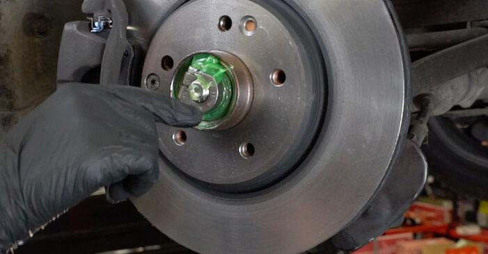 Mercedes W203 C 180 1.8 Kompressor (203.046) 2002 Rattalaager vahetamine: tasuta töökoja juhendid