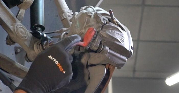 MERCEDES-BENZ E-CLASS E 240 2.6 (211.061) Radlager ausbauen: Anweisungen und Video-Tutorials online