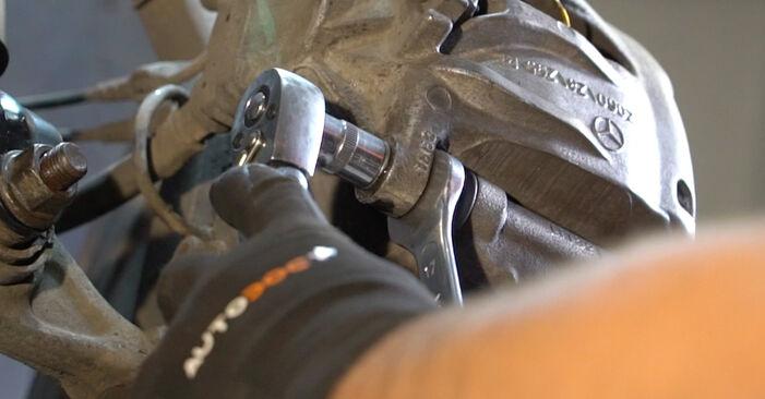 Mercedes W211 2004 E 220 CDI 2.2 (211.006) Rato guolis keitimas savarankiškai