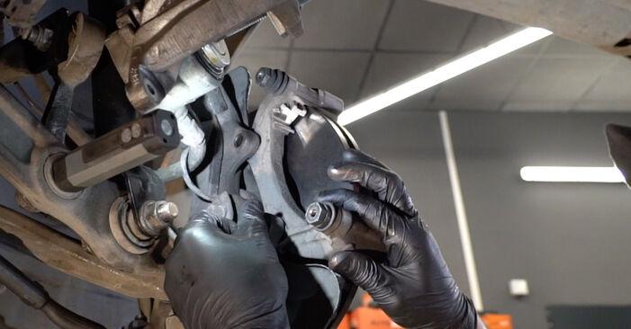 Ar sudėtinga pasidaryti pačiam: Mercedes W211 E 320 CDI 3.0 (211.022) 2008 Rato guolis keitimas - atsisiųskite iliustruotą instrukciją