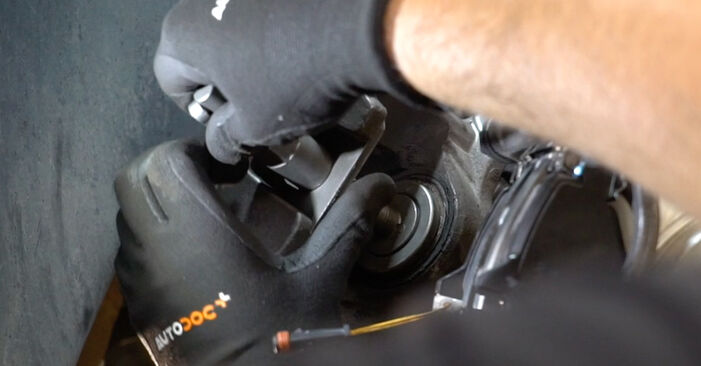 Austauschen Anleitung Radlager am Mercedes W211 2004 E 220 CDI 2.2 (211.006) selbst