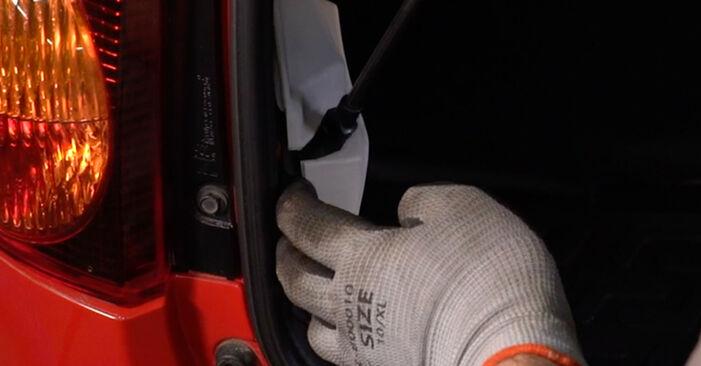 Heckklappendämpfer am PEUGEOT 107 Schrägheck (PM_, PN_) 1.4 HDi 2010 wechseln – Laden Sie sich PDF-Handbücher und Videoanleitungen herunter