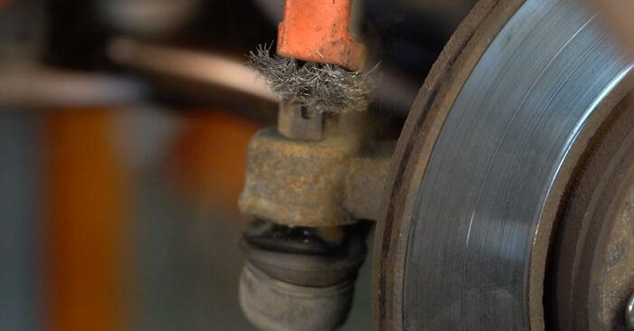 Wie schwer ist es, selbst zu reparieren: Spurstangenkopf PEUGEOT 107 1.0 2011 Tausch - Downloaden Sie sich illustrierte Anleitungen