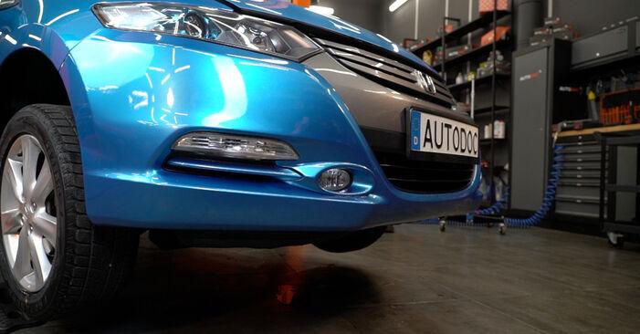 Honda Insight ZE2/ZE3 1.3 Hybrid (ZE2) 2011 Vikšro Valdymo Svirtis keitimas: nemokamos remonto instrukcijos