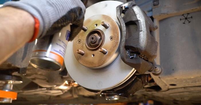 Honda Insight ZE2/ZE3 1.3 Hybrid (ZE2) 2011 Stabdžių Kaladėlės keitimas: nemokamos remonto instrukcijos