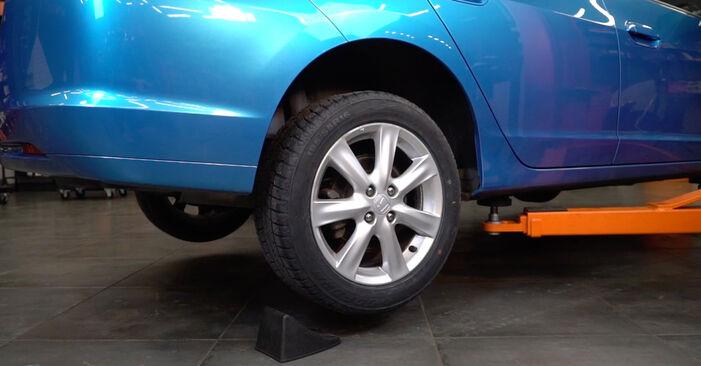 Changing Brake Pads on HONDA INSIGHT (ZE_) 1.3 Hybrid (ZE28, ZE2) 2012 by yourself