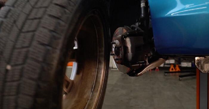 Bremsscheiben am HONDA INSIGHT (ZE_) 1.5 Hybrid (ZE3) 2014 wechseln – Laden Sie sich PDF-Handbücher und Videoanleitungen herunter