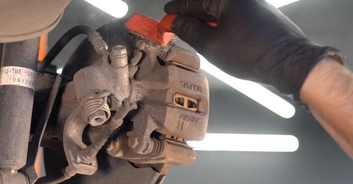 Wie schwer ist es, selbst zu reparieren: Bremsscheiben Honda Insight ZE2/ZE3 1.3 Hybrid (ZE28, ZE2) 2015 Tausch - Downloaden Sie sich illustrierte Anleitungen