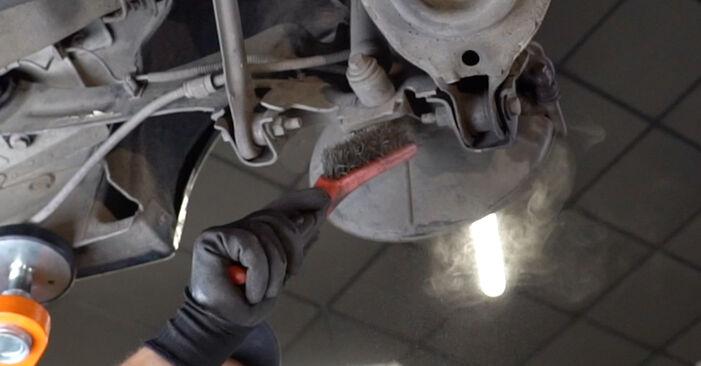 Schritt-für-Schritt-Anleitung zum selbstständigen Wechsel von Ford Focus DAW 2001 1.8 16V Stoßdämpfer