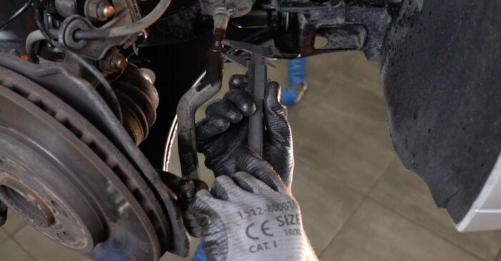 Spurstangenkopf beim MERCEDES-BENZ B-CLASS B 200 CDI 2.0 2011 selber erneuern - DIY-Manual
