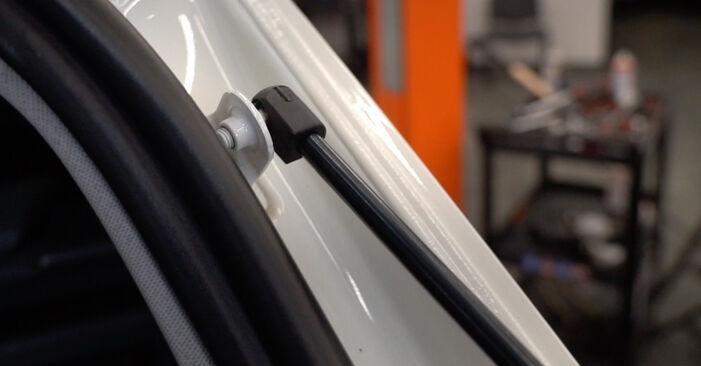 Vanskelighetsgrad: Bytte av Bakluke Demper på Mercedes W245 B 180 1.7 (245.232) 2011 – last ned illustrert veiledning