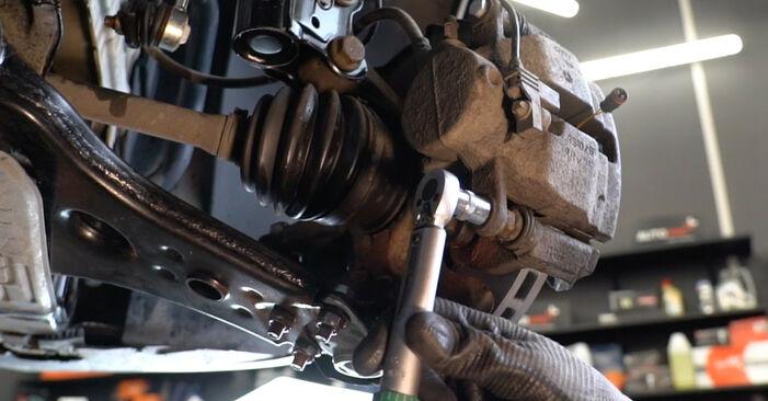 Sostituendo Dischi Freno su Mercedes W245 2008 B 180 CDI 2.0 (245.207) da solo