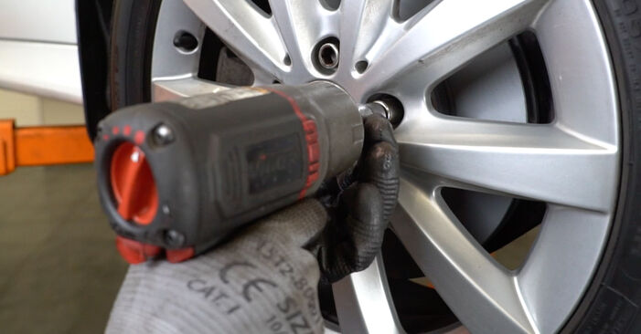 DIY replacement of Brake Discs on MERCEDES-BENZ B-Class (W245) B 170 1.7 (245.232) 2005 is not an issue anymore with our step-by-step tutorial