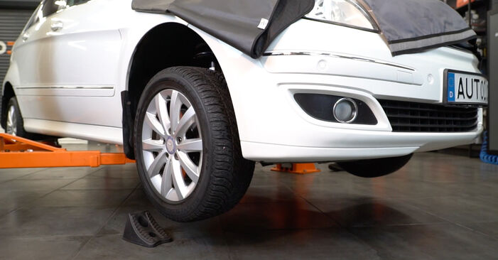 Changing Brake Discs on MERCEDES-BENZ B-Class (W245) B 200 2.0 (245.233) 2008 by yourself