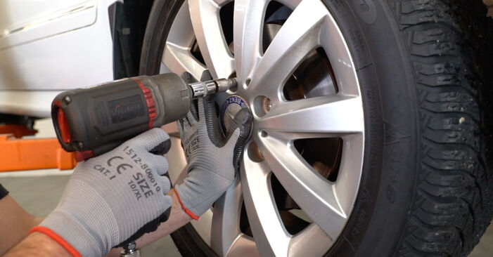 How to remove MERCEDES-BENZ B-CLASS B 150 1.5 (245.231) 2009 Brake Discs - online easy-to-follow instructions