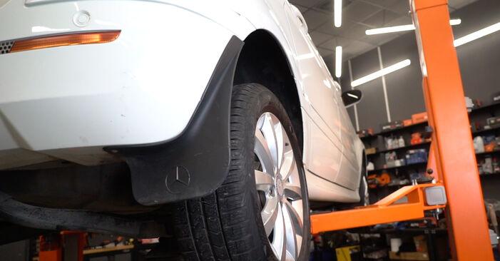 Wie kompliziert ist es, selbst zu reparieren: Bremsbeläge am Mercedes W245 B 180 1.7 (245.232) 2010 ersetzen – Laden Sie sich illustrierte Wegleitungen herunter