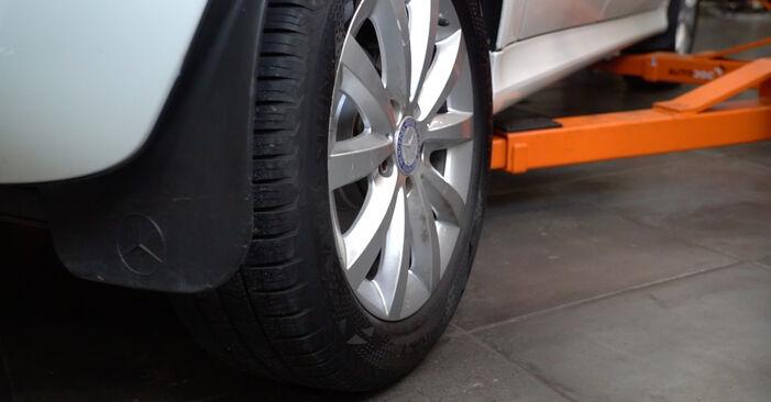 MERCEDES-BENZ B-CLASS 2011 Bremsbeläge Schrittweise Anleitungen zum Wechsel von Autoteilen