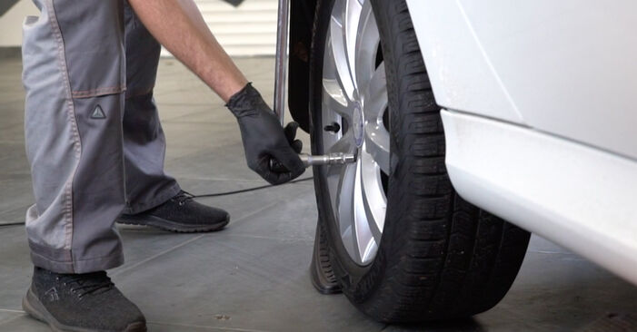 Mercedes W245 B 200 CDI 2.0 (245.208) 2006 Bremsbeläge wechseln: Kostenfreie Reparaturwegleitungen