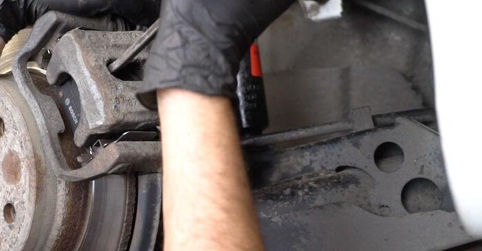 Wie lange braucht der Teilewechsel: Bremsbeläge am Mercedes W245 2012 - Einlässliche PDF-Wegleitung