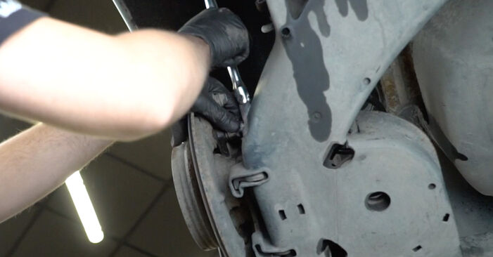 Remplacer Roulement De Roues sur Mercedes W245 2008 B 180 CDI 2.0 (245.207) par vous-même