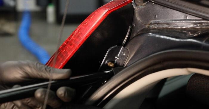 Como trocar Amortecedor Da Mala no FORD Fiesta Mk5 Hatchback (JH1, JD1, JH3, JD3) 2003 - dicas e truques