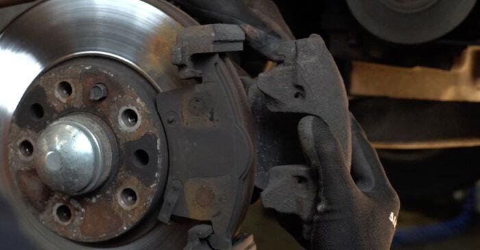 Austauschen Anleitung Bremsbeläge am Opel Zafira f75 2002 2.0 DTI 16V (F75) selbst