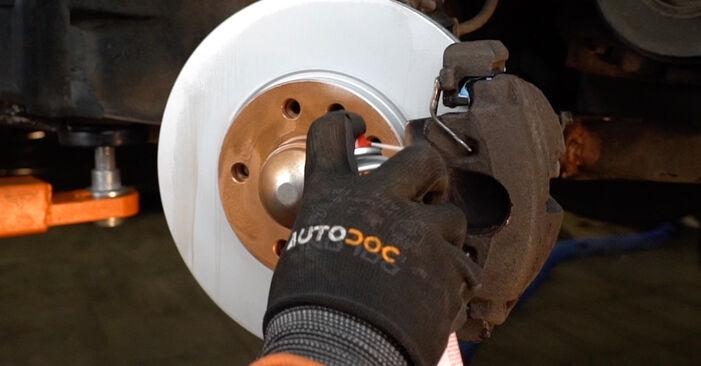 Wie schwer ist es, selbst zu reparieren: Bremsbeläge Opel Zafira f75 2.0 OPC (F75) 2005 Tausch - Downloaden Sie sich illustrierte Anleitungen