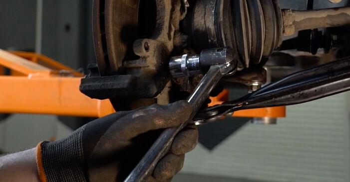 Schritt-für-Schritt-Anleitung zum selbstständigen Wechsel von Opel Zafira f75 2005 2.2 16V (F75) Bremsscheiben