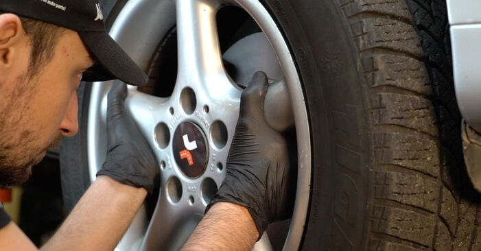 BMW 5 SERIES 523i 2.5 Spurstangenkopf ausbauen: Anweisungen und Video-Tutorials online