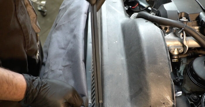 Changing Poly V-Belt on BMW 5 Saloon (E39) 520i 2.0 1998 by yourself