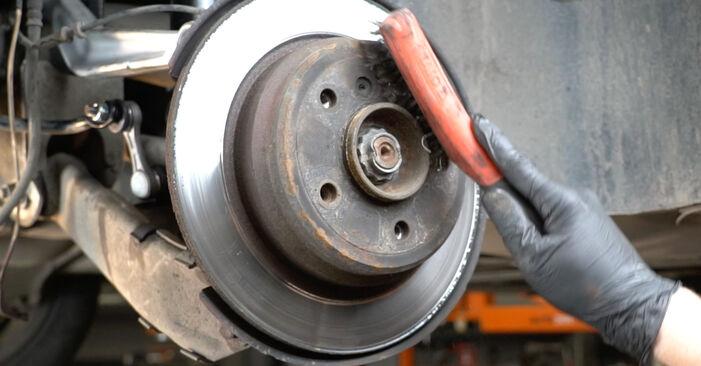 Bremsscheiben beim BMW 5 SERIES 520i 2.2 2002 selber erneuern - DIY-Manual