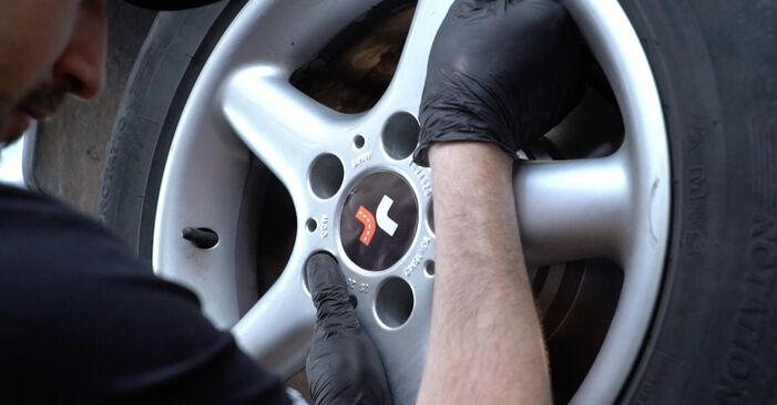 Austauschen Anleitung Bremsscheiben am BMW E39 1996 523i 2.5 selbst