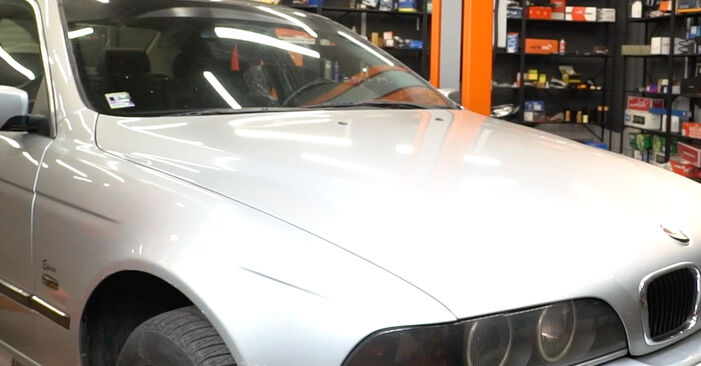 How to remove BMW 5 SERIES 525tds 2.5 1999 Brake Discs - online easy-to-follow instructions
