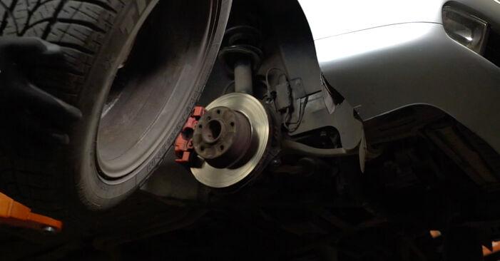 5 Saloon (E39) 525tds 2.5 1997 Brake Pads DIY replacement workshop manual