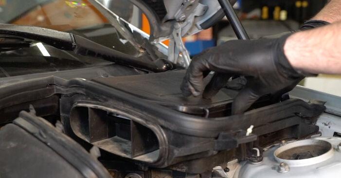 Wie schwer ist es, selbst zu reparieren: Bremsbeläge BMW E39 525i 2.5 2001 Tausch - Downloaden Sie sich illustrierte Anleitungen