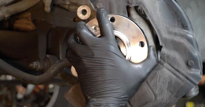 À quel point est-il difficile de le faire soi-même : télécharger le guide illustré pour le changement de Roulement De Roues sur BMW E39 525i 2.5 2001