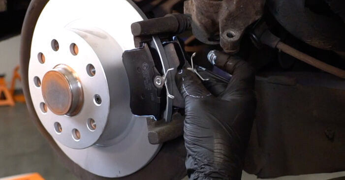 Replacing Brake Discs on Audi A3 8pa 2003 2.0 TDI 16V by yourself