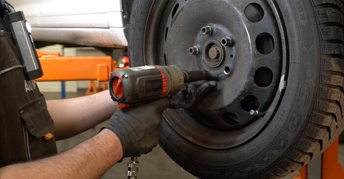 Slik skifte AUDI A3 1.6 2008 Bremseskiver – enkle instruksjoner på nettet som er lette å følge