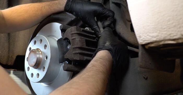 Wie Bremsbeläge AUDI A3 Sportback (8PA) 1.9 TDI 2004 austauschen - Schrittweise Handbücher und Videoanleitungen
