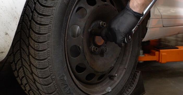 Wie schwer ist es, selbst zu reparieren: Bremsbeläge Audi A3 8pa 1.4 TFSI 2009 Tausch - Downloaden Sie sich illustrierte Anleitungen