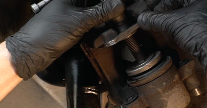 Trinn-for-trinn anbefalinger for hvordan du kan bytte Audi A3 8pa 2006 1.6 Bremseklosser selv
