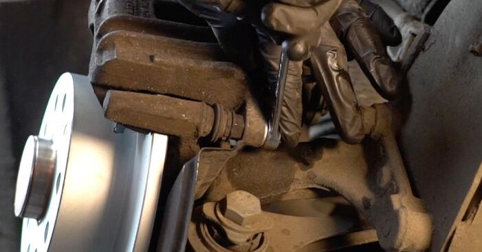 Wie Bremssattel AUDI A3 Sportback (8PA) 1.9 TDI 2004 austauschen - Schrittweise Handbücher und Videoanleitungen