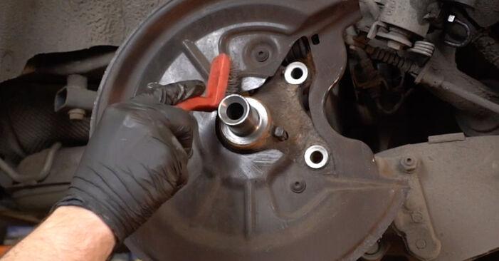 Πώς να αντικαταστήσετε Ρουλεμάν τροχών σε AUDI A3 Sportback (8PA) 2008: κατεβάστε εγχειρίδια PDF και βίντεο οδηγιών