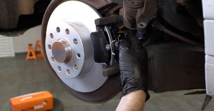 Πώς να αντικαταστήσετε AUDI A3 Sportback (8PA) 2.0 TDI 16V 2004 Ρουλεμάν τροχών - εγχειρίδια βήμα προς βήμα και οδηγοί βίντεο